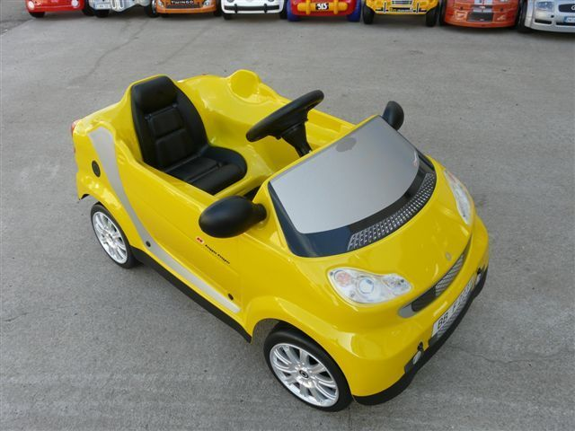 voiture a pedales smart jaune toys toys garage a miniatures. Black Bedroom Furniture Sets. Home Design Ideas