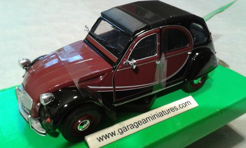VOITURE CITROEN 2CV CHARLESTON AU 1/24 EME