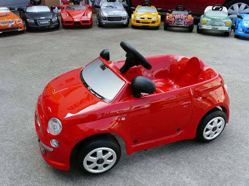 VOITURE A PEDALES FIAT NUOVA 500 ROUGE TOYS TOYS