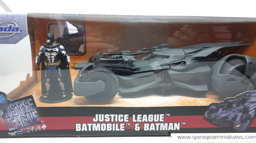BATMOBILE & BATMAN JUSTICE LEAGUE ECHELLE AU 1/24 EME