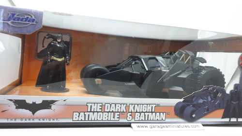 BATMOBILE & BATMAN  THE DARK KNIGHT 2008 ECHELLE AU 1/24 EME