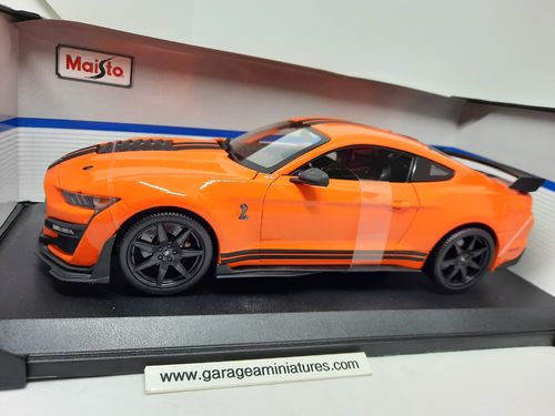 FORD MUSTANG SHELBY GT500 ORANGE NOIRE MAISTO ECHELLE AU 1/18 EME